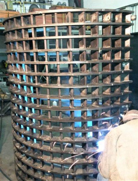 Indústria metalúrgica em salto